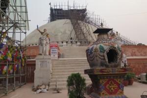 Stupa mit Gerüst